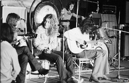16 ноября 1971 года, акустик сет в Ипсвиче (Англия). На заднем плане Мик Хинтон.