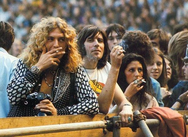 14 сентября 1974, Стадион Уэмбли. Роберт Плант, Мик Хинтон и Маурин плант на концерте Crosby, Stills, Nash & Young.